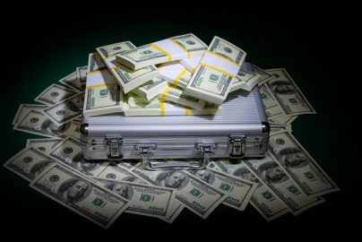 総額61億円の特別税も効果なし?終わらない富裕層の資産隠しーー英国のサムネイル画像