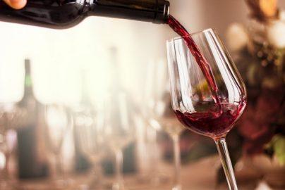 ワイングラスの正しい知識、ワインを引き立たせるための種類と選び方のサムネイル画像