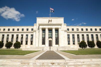 FEDとFRBって何が違うの ? 世界が注目する金融政策のサムネイル画像