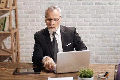 「60歳以降の働き方」継続雇用、起業……年金制度も考慮して決めるべきのサムネイル画像