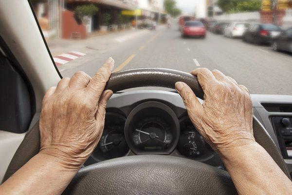改正道路交通法施行、運送業界と高齢運転者の問題は改善されるのか?