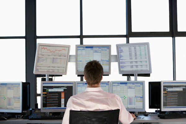 「順張り投資家vs逆張り投資家」 勝つのはどっち?