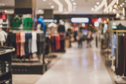 百貨店業界「冬の時代」に変化? 高島屋の売上は好調だが…のサムネイル画像