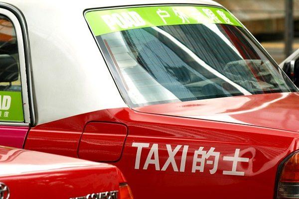 中国タクシー運転手「配車アプリのドライバーに移りたい」 法規制に地方政府は及び腰