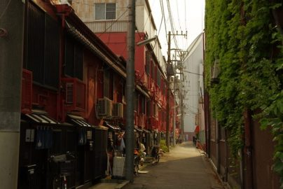 東京都無電柱化条例が施行、首都の姿一新にはコスト削減と区市町村の意識改革が必要のサムネイル画像