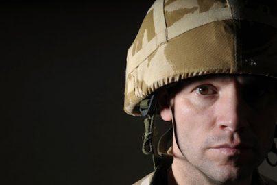 「低所得世帯の若者を狙っている」軍隊の人材獲得 キャンペーンに批判の声 英国のサムネイル画像