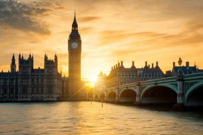 ロンドン国会議事堂襲撃、「犯人は過激テロの被疑者」と判明のサムネイル画像