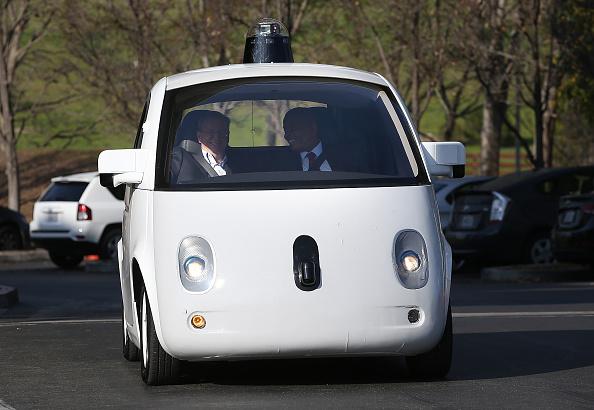 急激に加速する「自動運転車」開発競争 抑えておきたい関連銘柄 10選のサムネイル画像