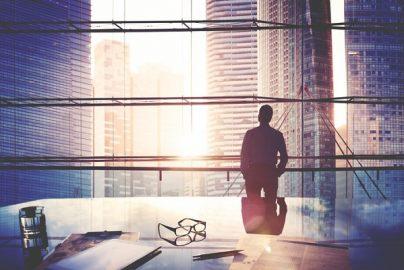 資産1億円以上の起業家が伝授「お金持ちになるにはどれぐらい働けばいいか」のサムネイル画像