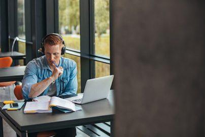 学資ローンは「学びながら働かないと返せない?」 大学生の7割が働いているとの調査のサムネイル画像
