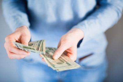 銀行に預けているだけではお金は増えない。アラサーから考えたいお金の「働き先」のサムネイル画像