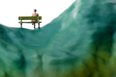 自殺者は2万2000人台に減少。でも4人に1人「自殺考えた」のサムネイル画像