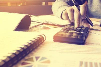 就職戦線「今年も売り手市場」 求人倍率と株価の関係のサムネイル画像