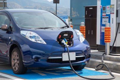 フランス 2040年にガソリン車、ディーゼル車の販売禁止へ EV普及を促進のサムネイル画像