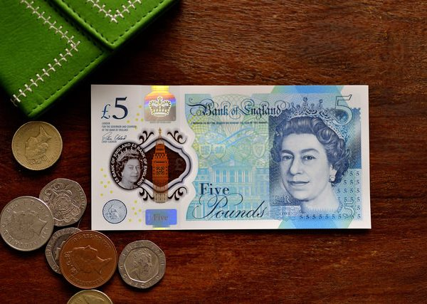 米英で家計負債が過去最大に 英国の消費者バブルは重症?