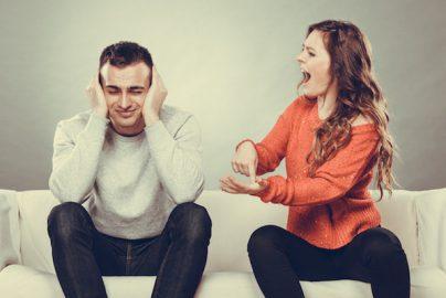 「スマホ使いすぎ」で3割のカップルが喧嘩ーーシンガポールのサムネイル画像