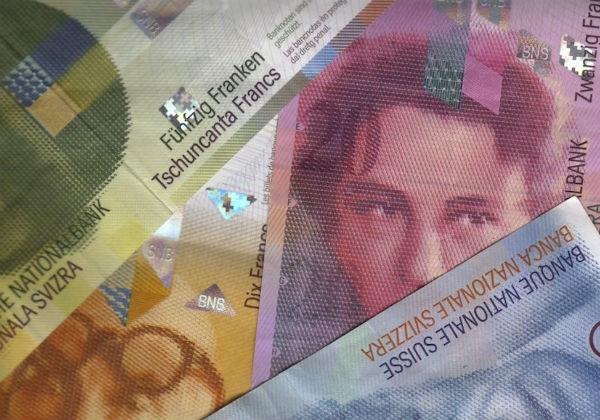 スイスフラン爆騰を招いたスイス中銀新たな対ユーロ介入目標は1.05―1.10のサムネイル画像