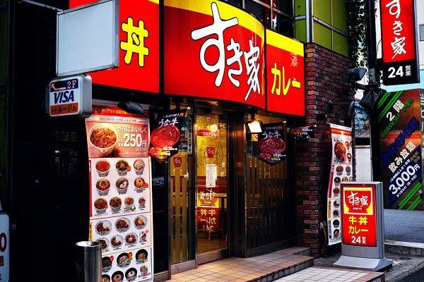 5つの視点で比較する「牛丼御三家」 平均年収、店舗数……