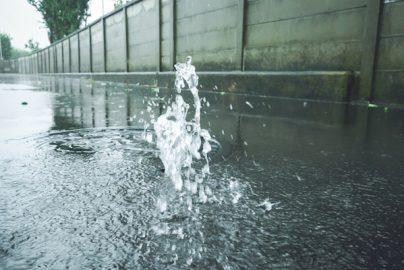 台風と保険「窓の閉め忘れ、吹き込んだ雨で損害」は保障される?のサムネイル画像