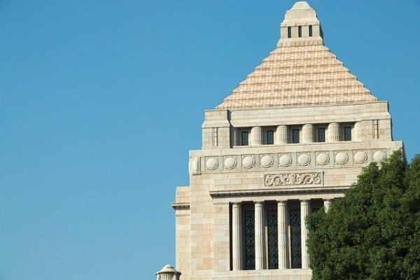 衆院解散・総選挙 「教育無償化」で注目される17銘柄