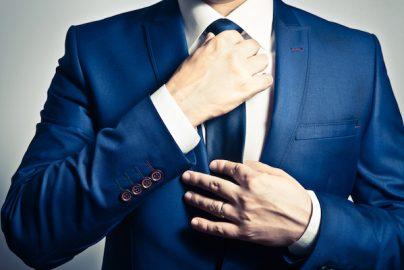 スーツのネクタイはこうやって選ぶ!シーン別に色と柄を変えるのサムネイル画像
