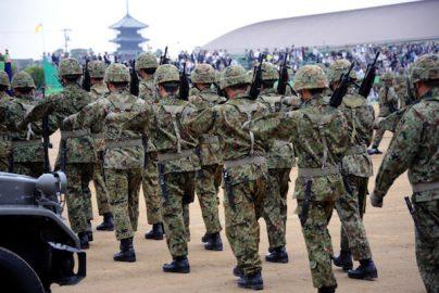 日本の平和を守る自衛隊のお給料の実態!のサムネイル画像