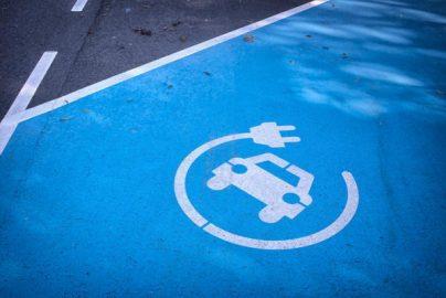 トヨタ、マツダに出資 EVを共同開発 桶屋銘柄は?のサムネイル画像
