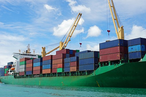 4月貿易収支、2カ月ぶり赤字転落のサムネイル画像
