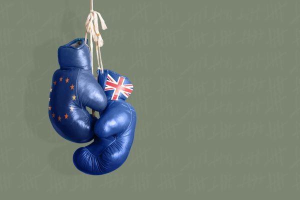 仏総選挙、中道マクロン政党圧勝で始まるEU vs 英国の戦いに注目