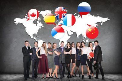 海外人材をサービス業へ 関連銘柄をご紹介のサムネイル画像
