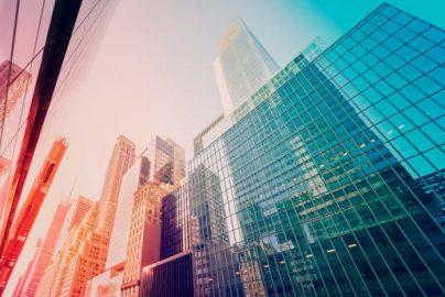 銀行エクゼクティブらの9割弱が「銀行の収益が奪われる」と確信のサムネイル画像