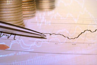 「売りが苦手」な投資家必見! 下落局面でも利益が狙える投資法のサムネイル画像