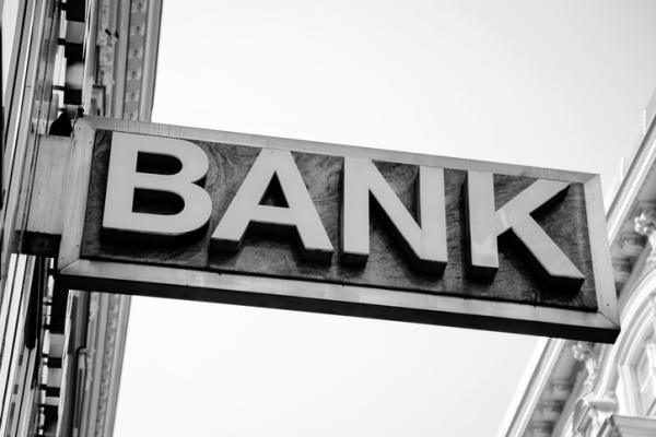トランプ大統領の規制緩和で恩恵を受ける金融機関は?