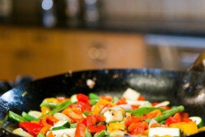 外食の3割、値上げ計画 食材・人件費が上昇 その対応策を提供できる銘柄に注目のサムネイル画像
