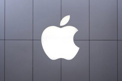 「iPhone8」はヒットしそう 投資の神様バフェット氏は全幅の信頼のサムネイル画像