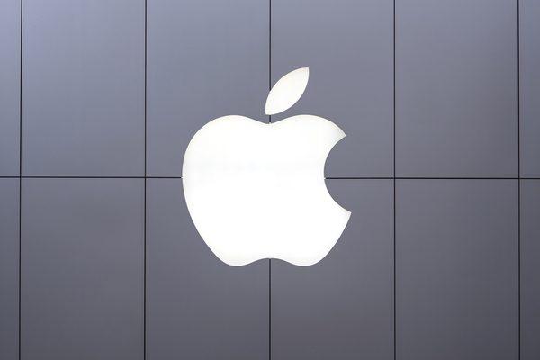 「iPhone8」はヒットしそう 投資の神様バフェット氏は全幅の信頼