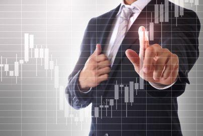 株価急落で「慌てる投資家」に足りない2つの視点のサムネイル画像