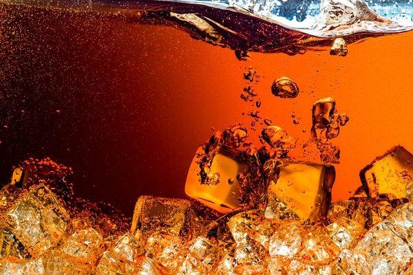 コーラとキリンレモンの相性は抜群? 「業界再編」の動きに株価はどう反応したか