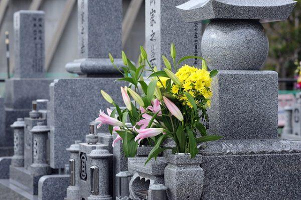お墓、霊園探しの3つのポイント 生前墓を建てる?