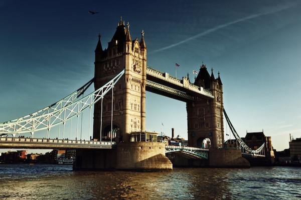 英国での人気投資先はインド 年金受給者まで広がる新興国投資