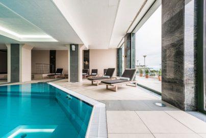 入会金は100万円超 エグゼクティブが通う都内高級ホテルプール・スパ5選のサムネイル画像