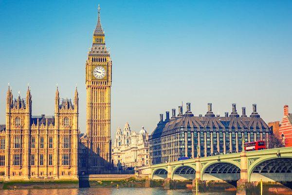 英駐EU大使辞任、離脱交渉に打撃?政府側の反応は様々