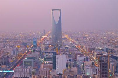 サウジ「原油減産合意」は本物か? 中東諸国の危機感のサムネイル画像