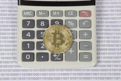 ビットコイン・仮想通貨の「雑所得課税」に有利な材料? 副業の所得や年金などと通算のサムネイル画像