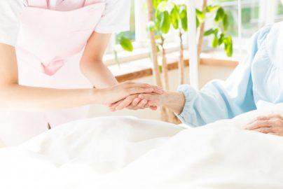 親の介護は何年後に必要? 介護費用「一生涯で2000万円以上」のサムネイル画像