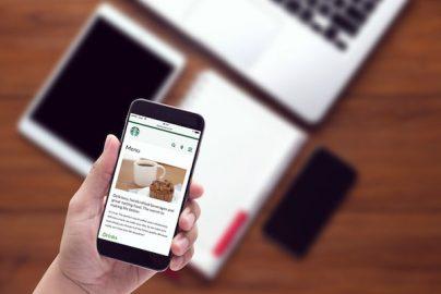 スタバ、モバイルアプリがAIで進化 バーチャル・バリスタ来年開始のサムネイル画像