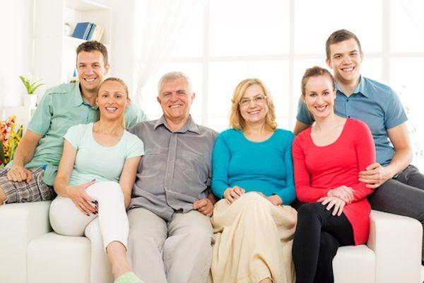 家族と同居していても世帯主として家賃補助を受けられる方法