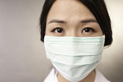 韓国でマスクが飛ぶように売れている理由のサムネイル画像