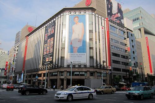 三越銀座店に空港型免税店がオープン!増加する訪日観光客を狙うのサムネイル画像