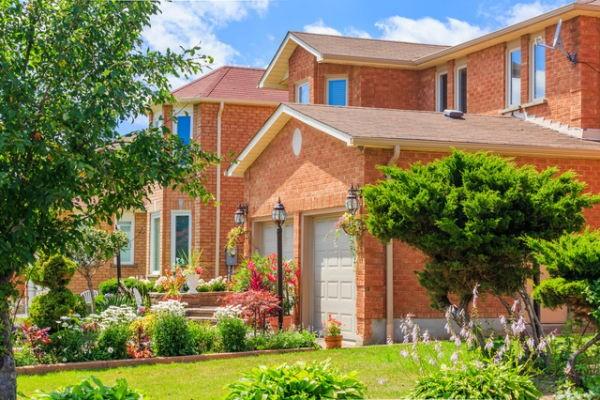 住宅着工許可件数は高水準も、住宅着工件数は予想外に減少。